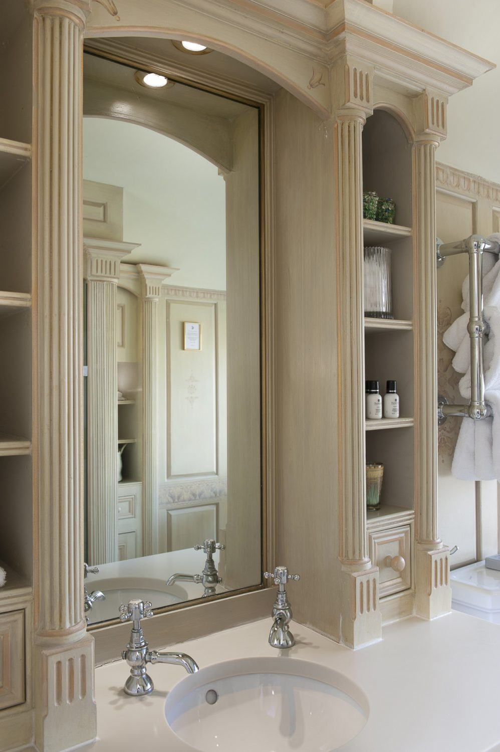 Sackville's en suite has been beautifully hand-painted by Nina, taking four months to complete.