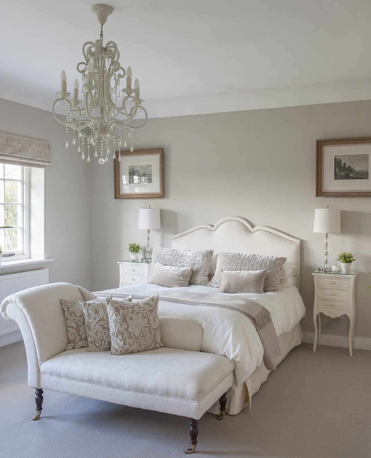 A classic chaise longue in one of the guest bedrooms