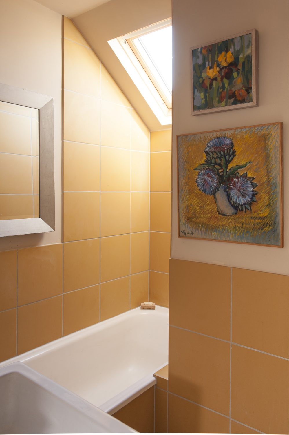Francine used floor tiles from Fired Earth on the walls of her shower room