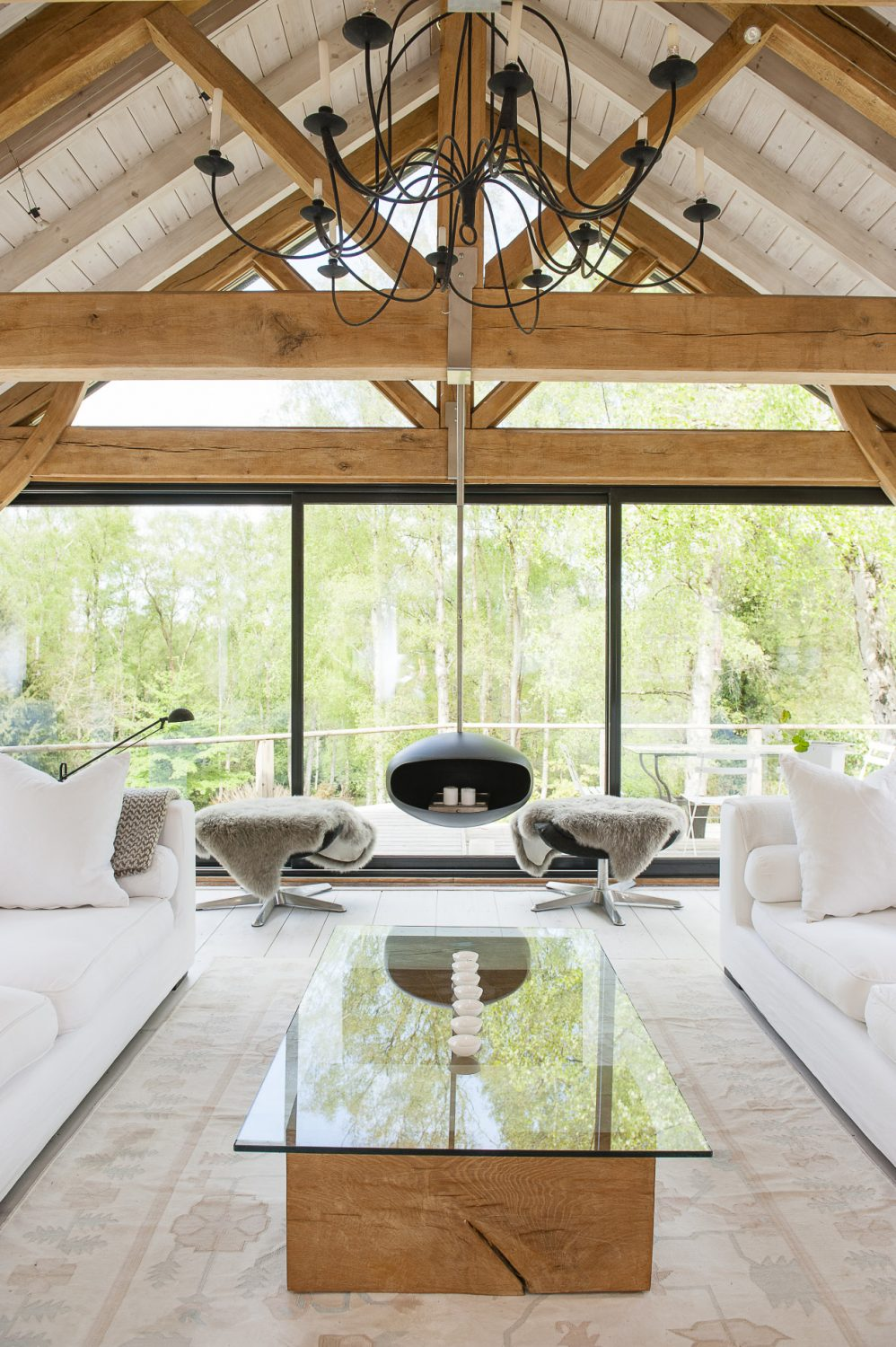 The most dramatic area of the downstairs living area is without doubt the vaulted glass and oak sitting room