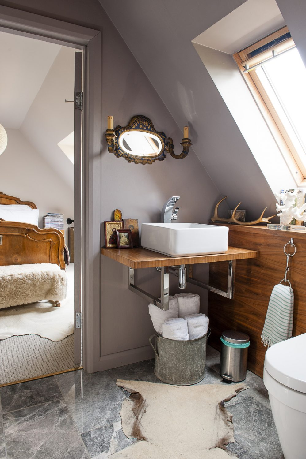 The 'Jack and Jill' bathroom can be entered from both guest rooms.