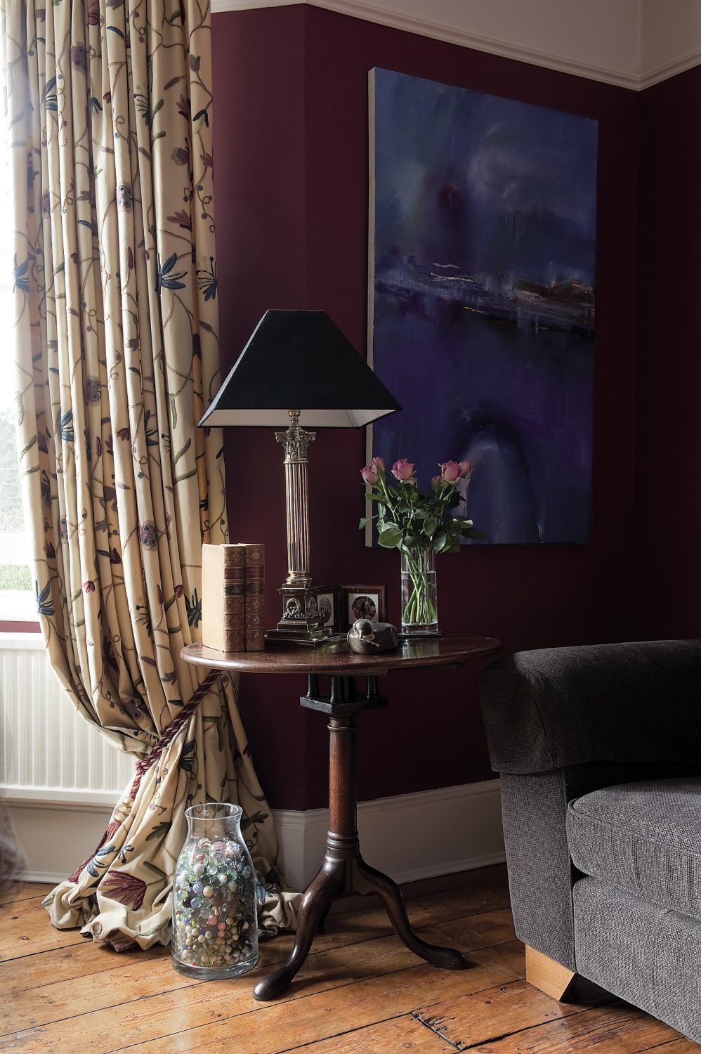 The fire blazes away in the sitting room with its magnificent marble surround and classic late Regency/early Victorian grate. An ornate gilded mirror stands on the mantelshelf along with storm lanterns and scented candles to perfume the air