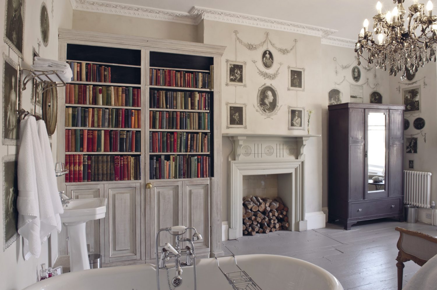 In order to cleverly disguise the loo, the spines of the books were cut off to furnish the doors of the faux bookcase, while the pages were all used to paper the bathroom walls