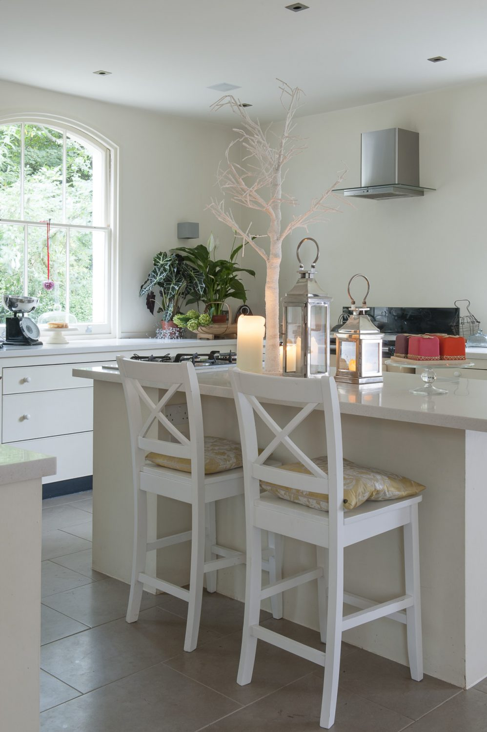 We put in the island unit, which is great when we're entertaining because I can carry on with my preparations and cook on the hob here while I chat and then we can all eat at the dining table.