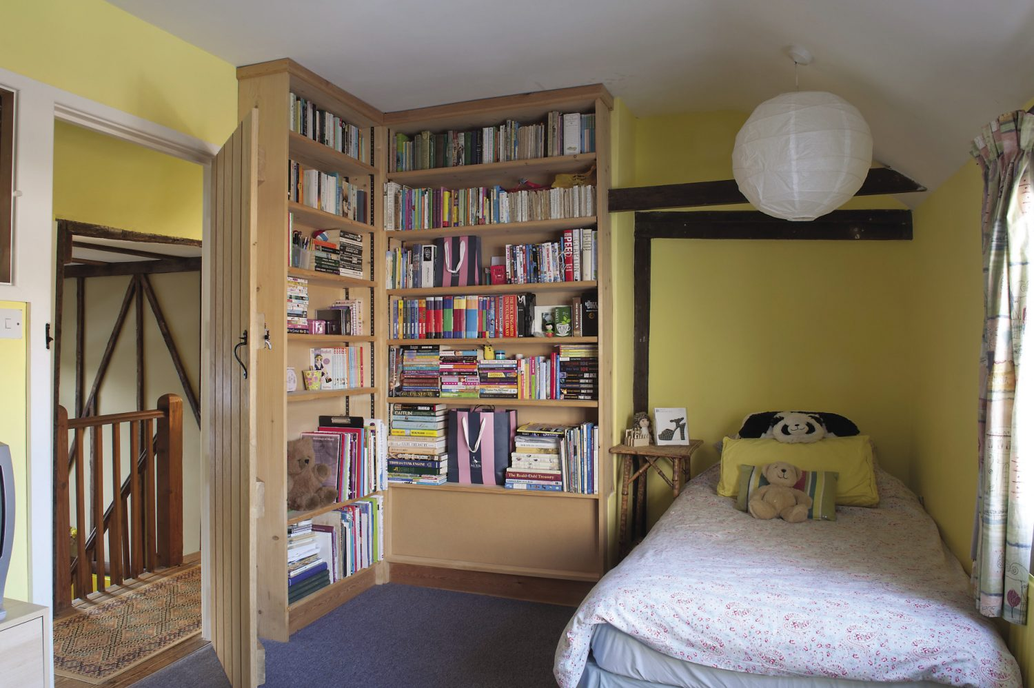 "Oliver and Fiona's teenage daughter's room is astonishingly neat. ""She's very interested in Japanese ideas like Zen Buddhism and so everything has to be in its place,"" explains Oliver. ""It's lucky that it happens to be a very tidy philosophy isn't it?"""