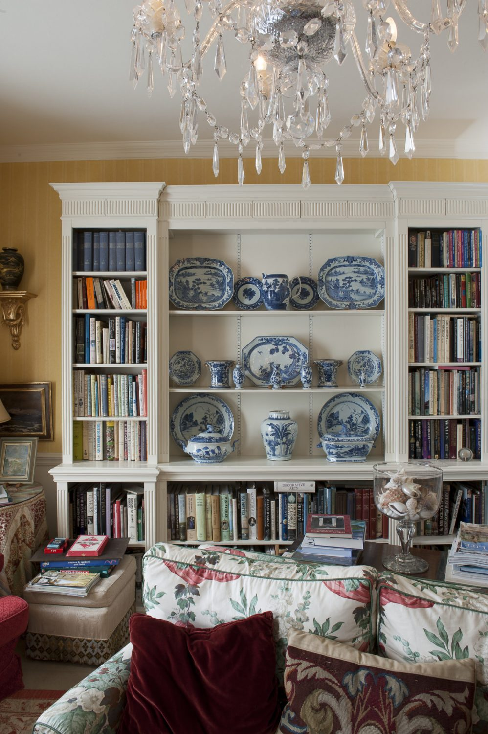 There are plenty of books and periodicals for guests to enjoy