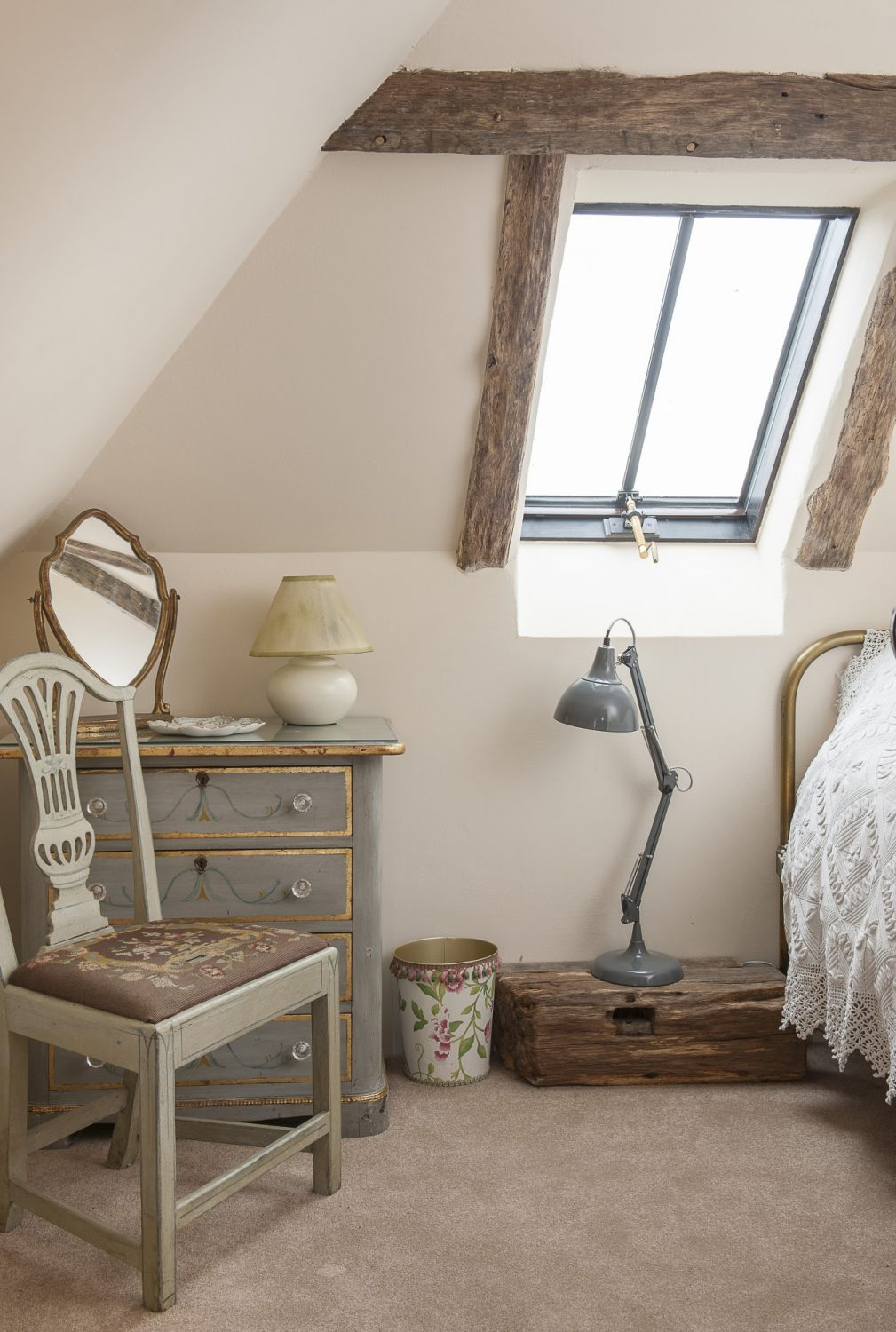 The upstairs bedrooms – a single and a twin – feature superb reclaimed oak timbers that give the impression of being high in the attic of a barn
