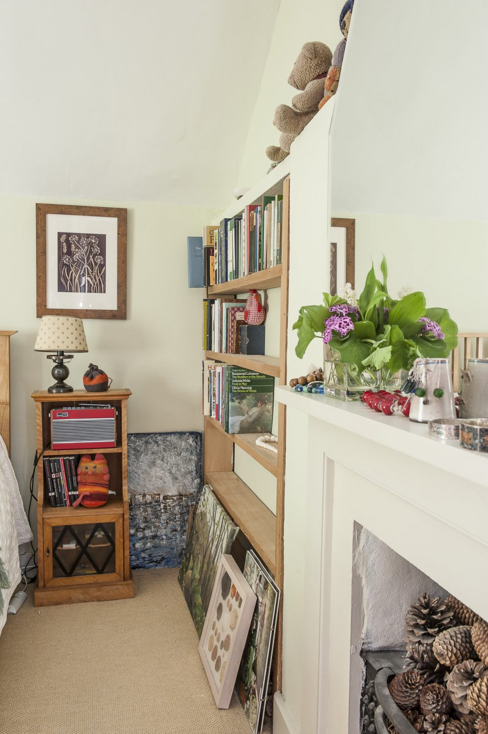 As in most rooms of the house, Wendy has gathered flowers and foliage from the garden which are positioned on the mantelpiece alongside her jewellery