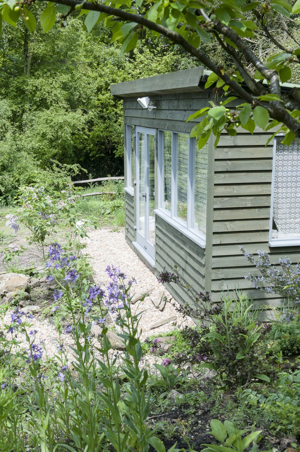 Wendy's studio is nestled amongst abundantly lush borders that have been planted in a tightly packed, but marvellously loose style