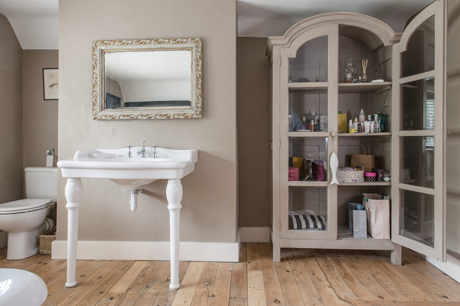 The elegant bathroom is painted in Farrow & Ball London Stone