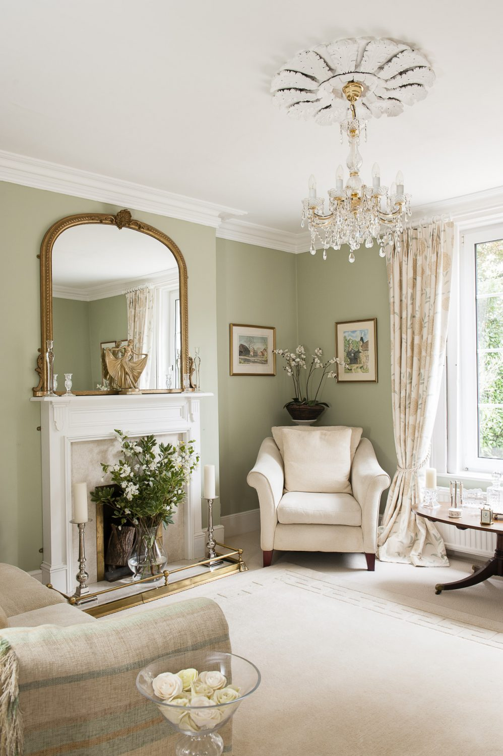 The sitting room with its beautiful light fitting