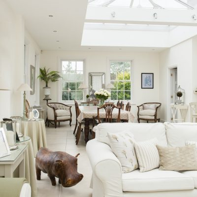 When Peter and Murielle chanced upon a For Sale notice on the verge by the side of the road that led to an elegant Regency property, they knew that they had found the Kentish home that they had been searching for