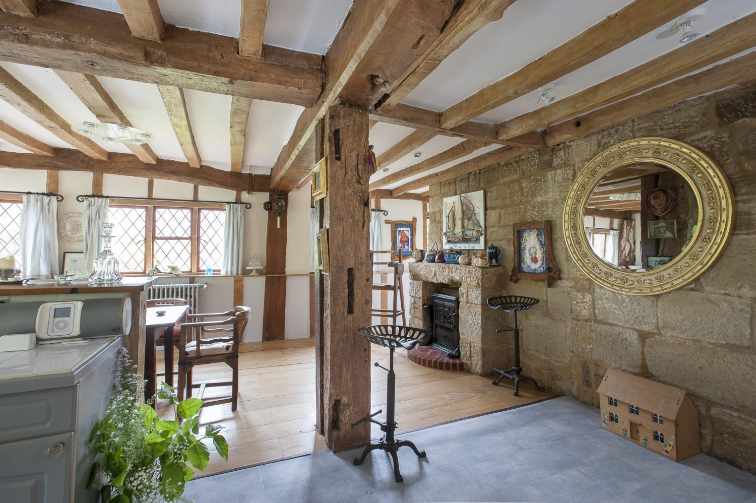 Enclosed with massive honey coloured timbers and diamond leaded windows to three sides, this expansive open plan room combines the light and cheerful breakfast / dining area with the generously sized kitchen