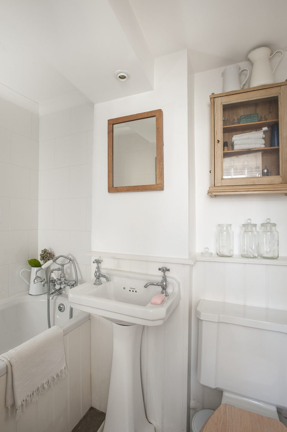 For the bathroom, off the kitchen, Linda has sourced a dinky little bath which does the job perfectly, fitting neatly into the space available