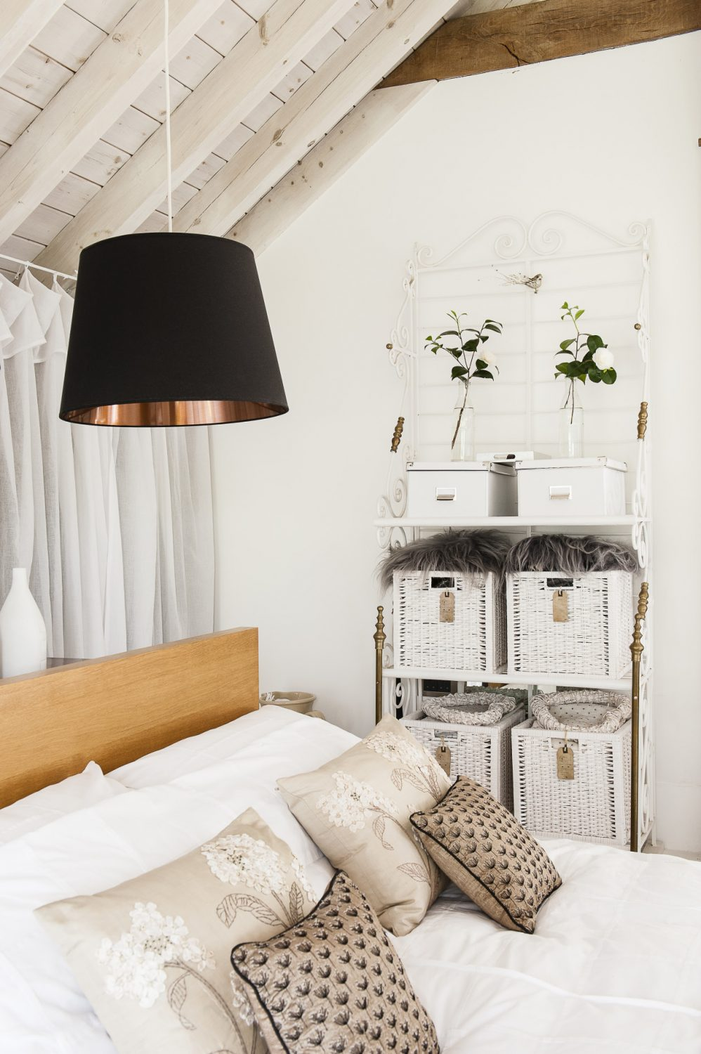 Throughout the house Sue has adhered to a crisp palette of whites accented with blacks, golds and pops of colour