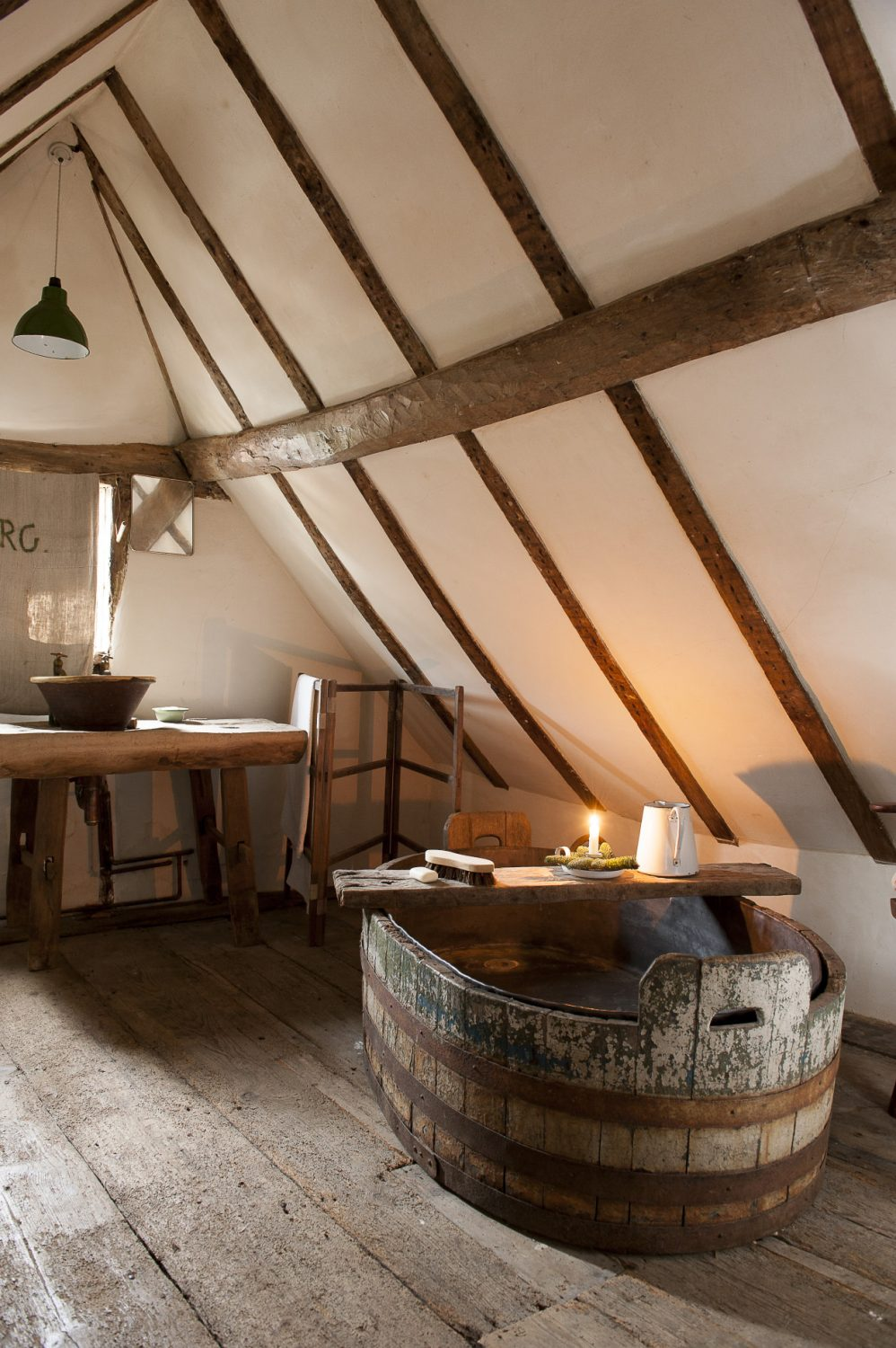 Next to the attic bedroom, a large bathroom features an original bathtub lined with lead. Its sheer weight meant that the floor had to be reinforced in order to safely support it