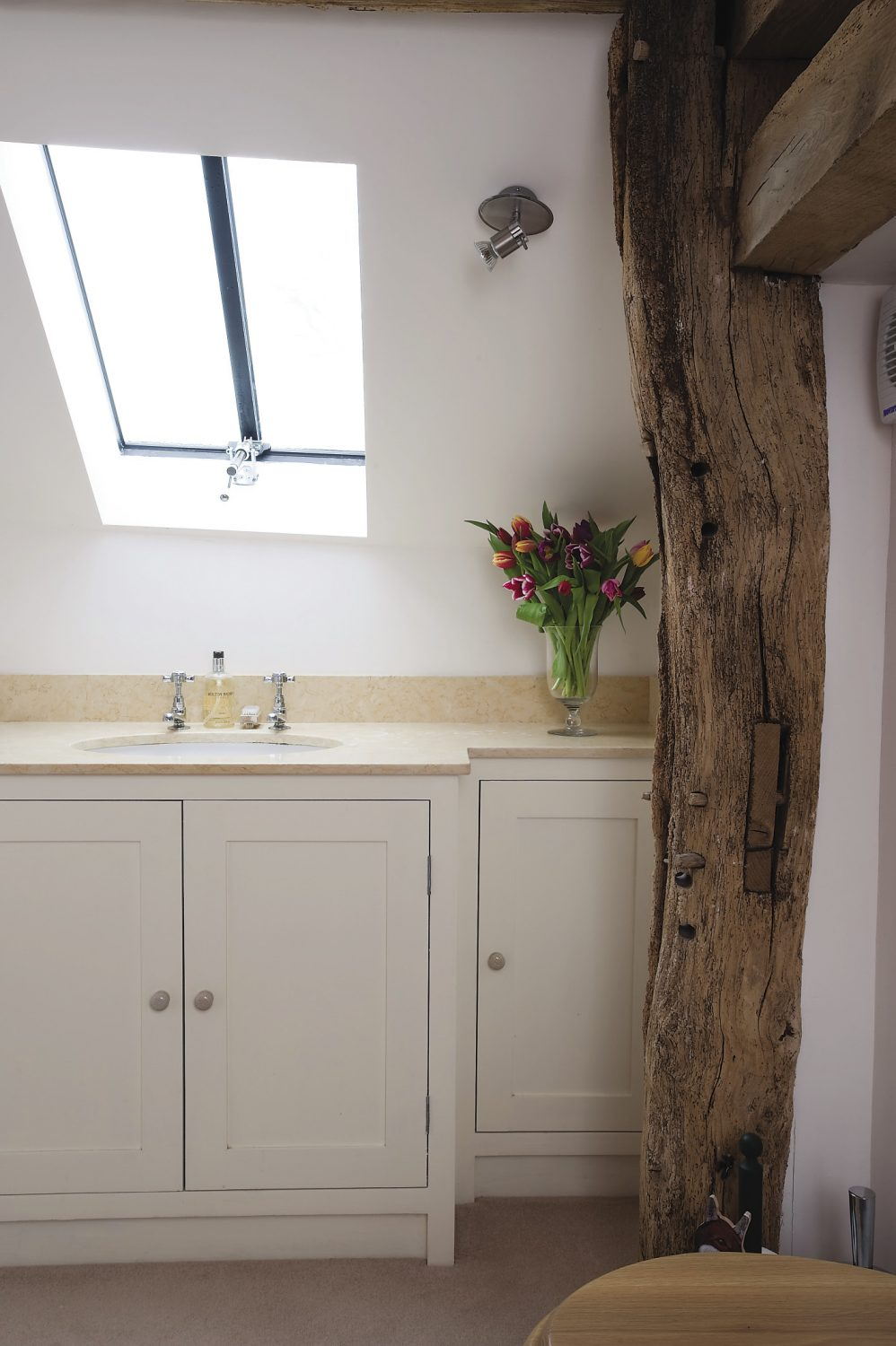 the en suite. As in the rest of the house, the timbers have been kept in their natural honeyed hue