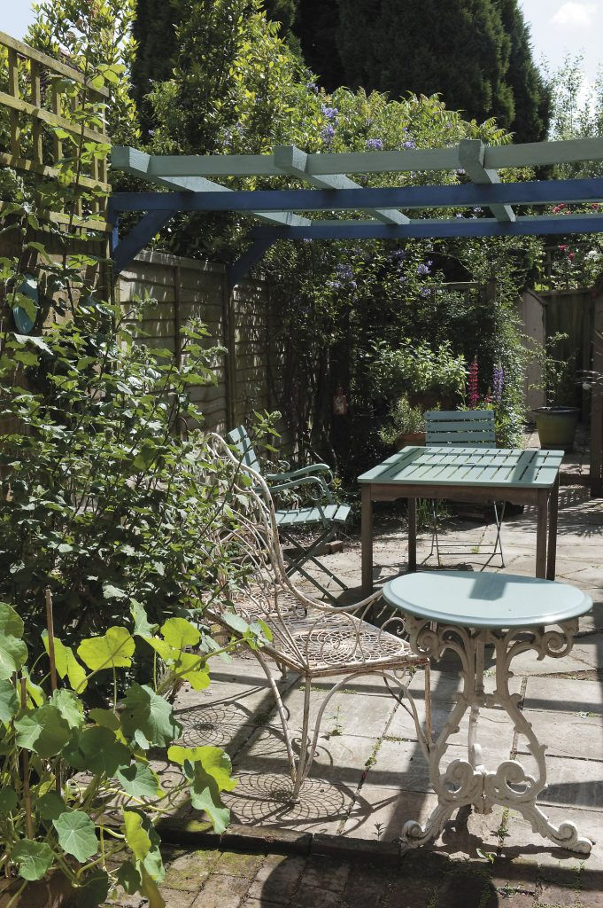 the courtyard garden behind this old weaver's cottage in Cranbrook has a Mediterranean feel