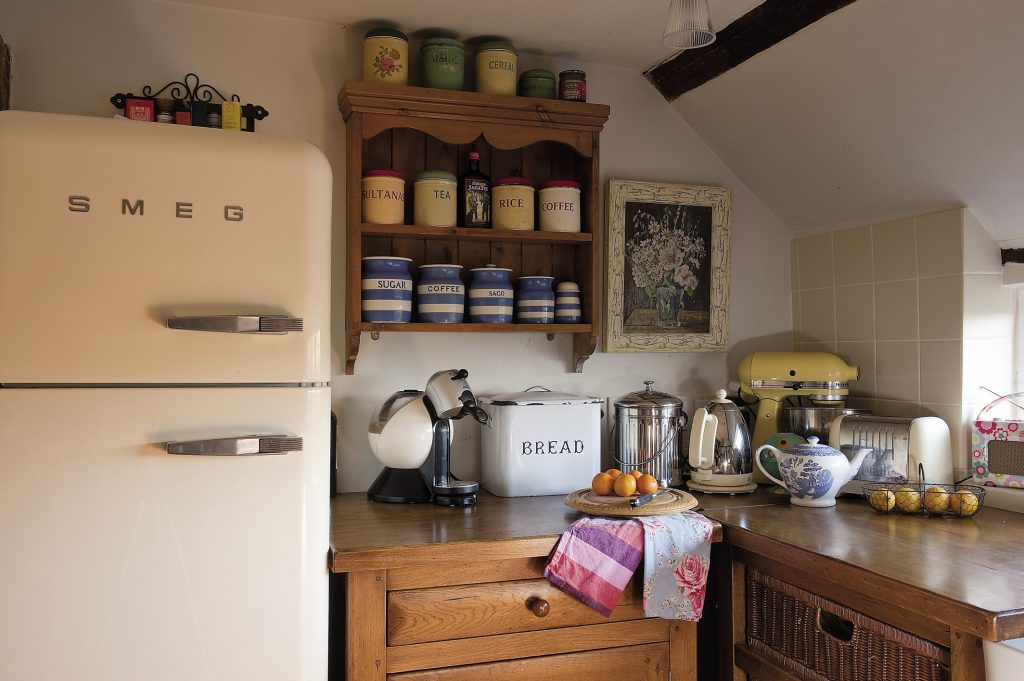Louise sourced the Edwardian tiles above the cooker from eBay