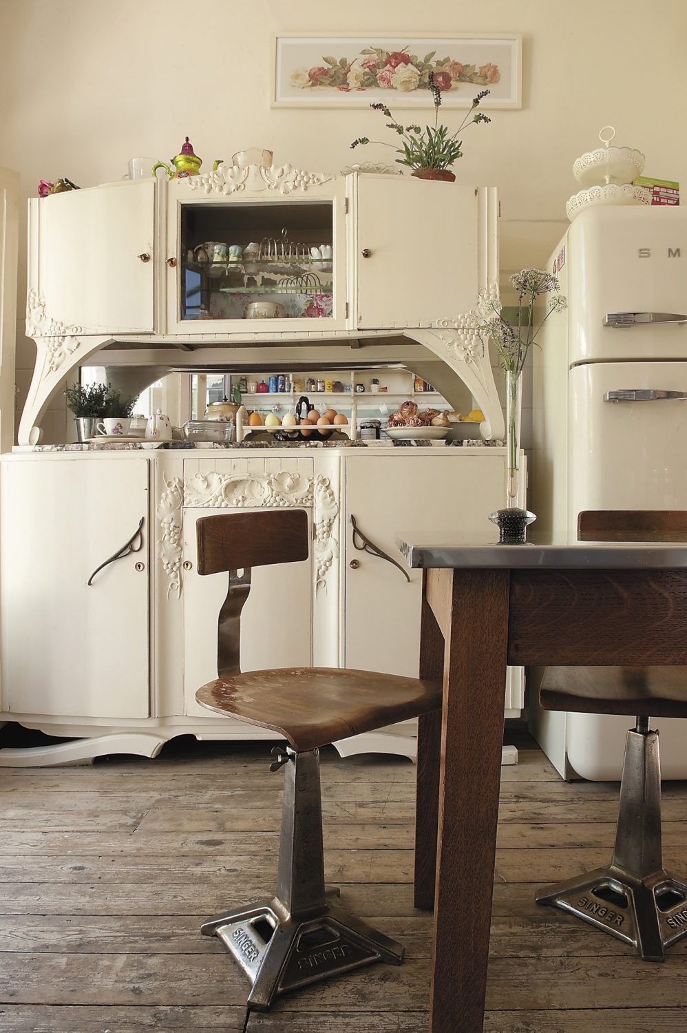 the chairs sorrounding the kitchen table were reclaimed from an old Singer factory, whilst the imposing dresser is another one of Vickie's eBay finds