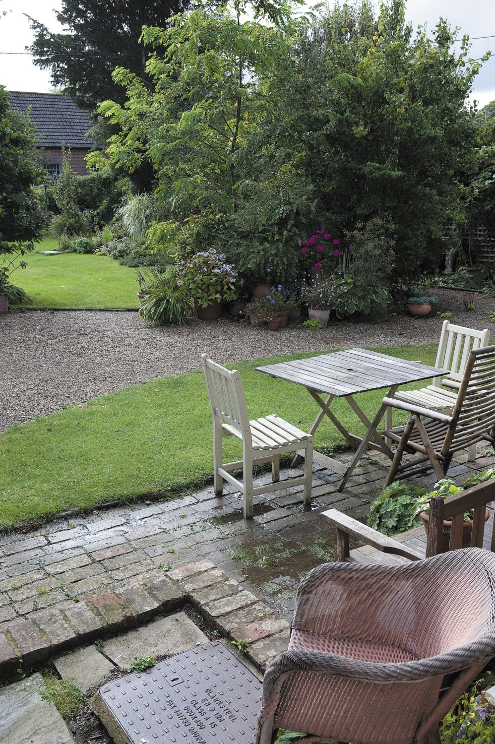 the perfect spot in the garden from which to appreciate the surroundings and enjoy afternoon tea