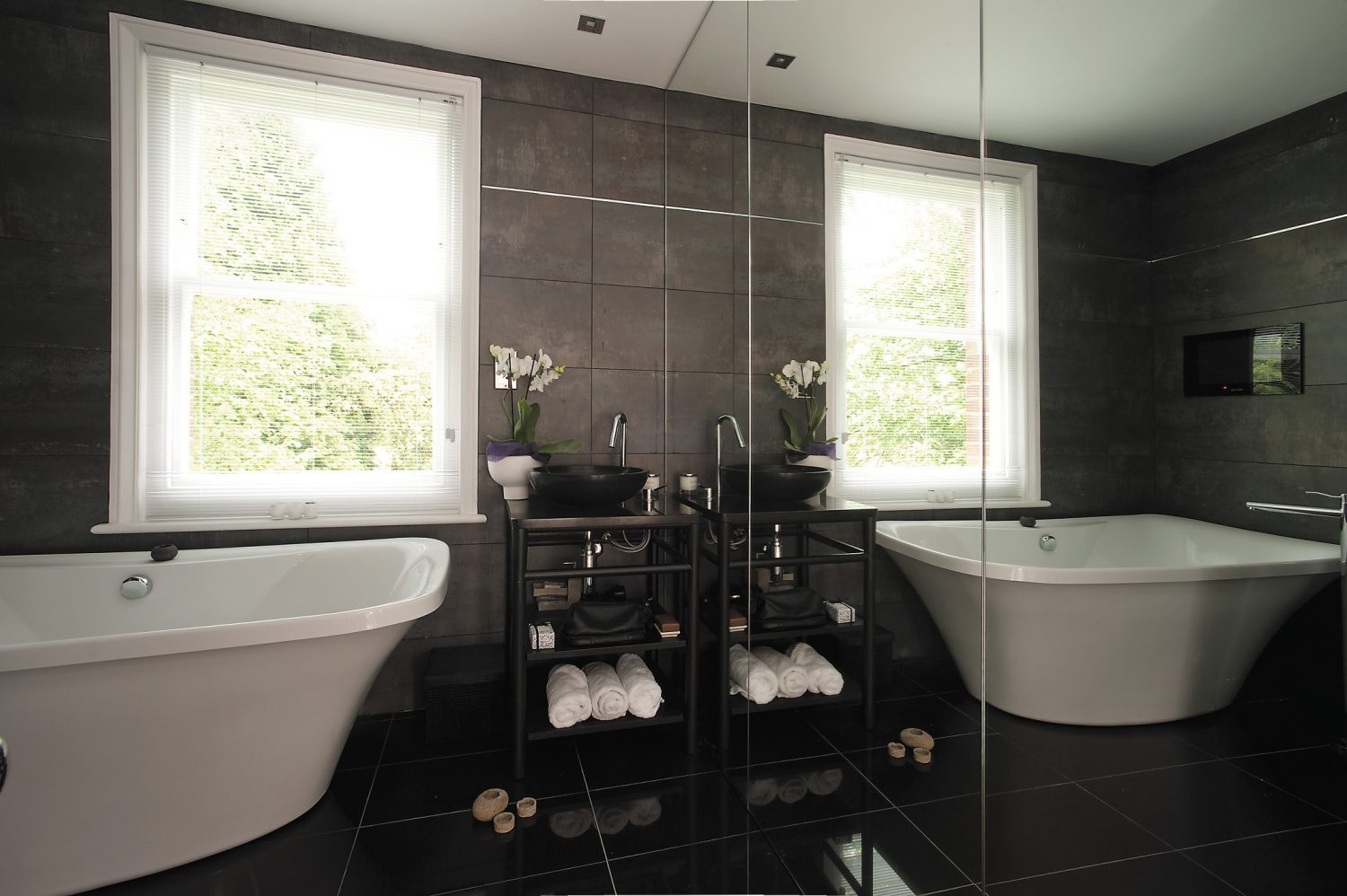 What really makes the guest bathroom truly stunning is, without doubt, the tiling