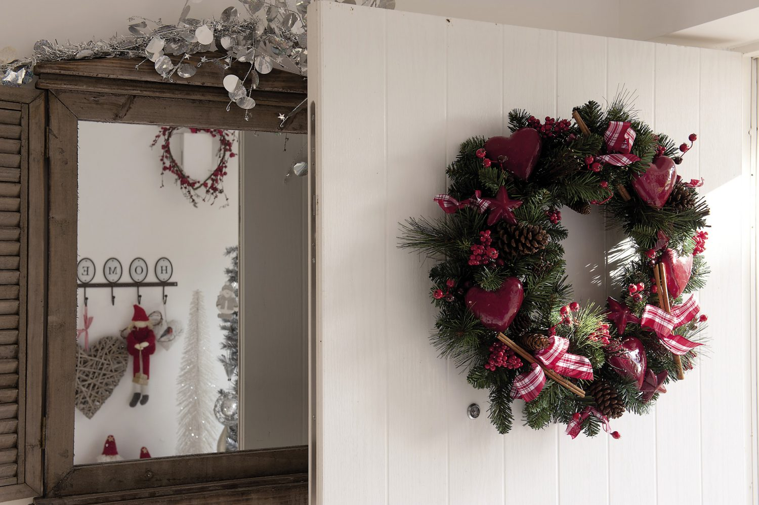A huge wreath tied with a wide red and white ribbon welcomes visitors