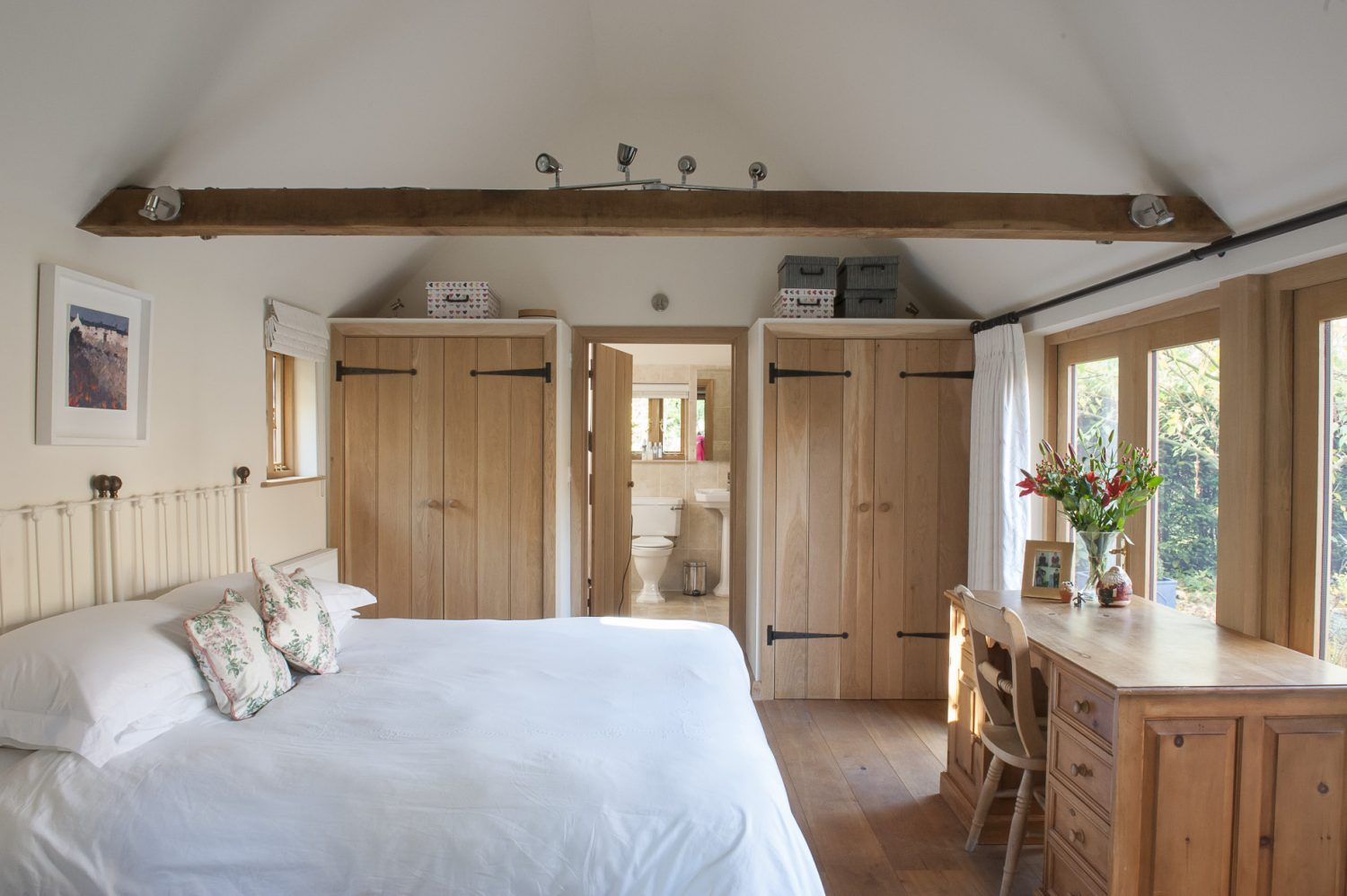 Paul and Jane converted one of the property's barns into an annexe consisting of a bedroom and en suite bathroom. Filled with the most beautiful natural light and overlooking a delightful courtyard garden, this room radiates tranquillity