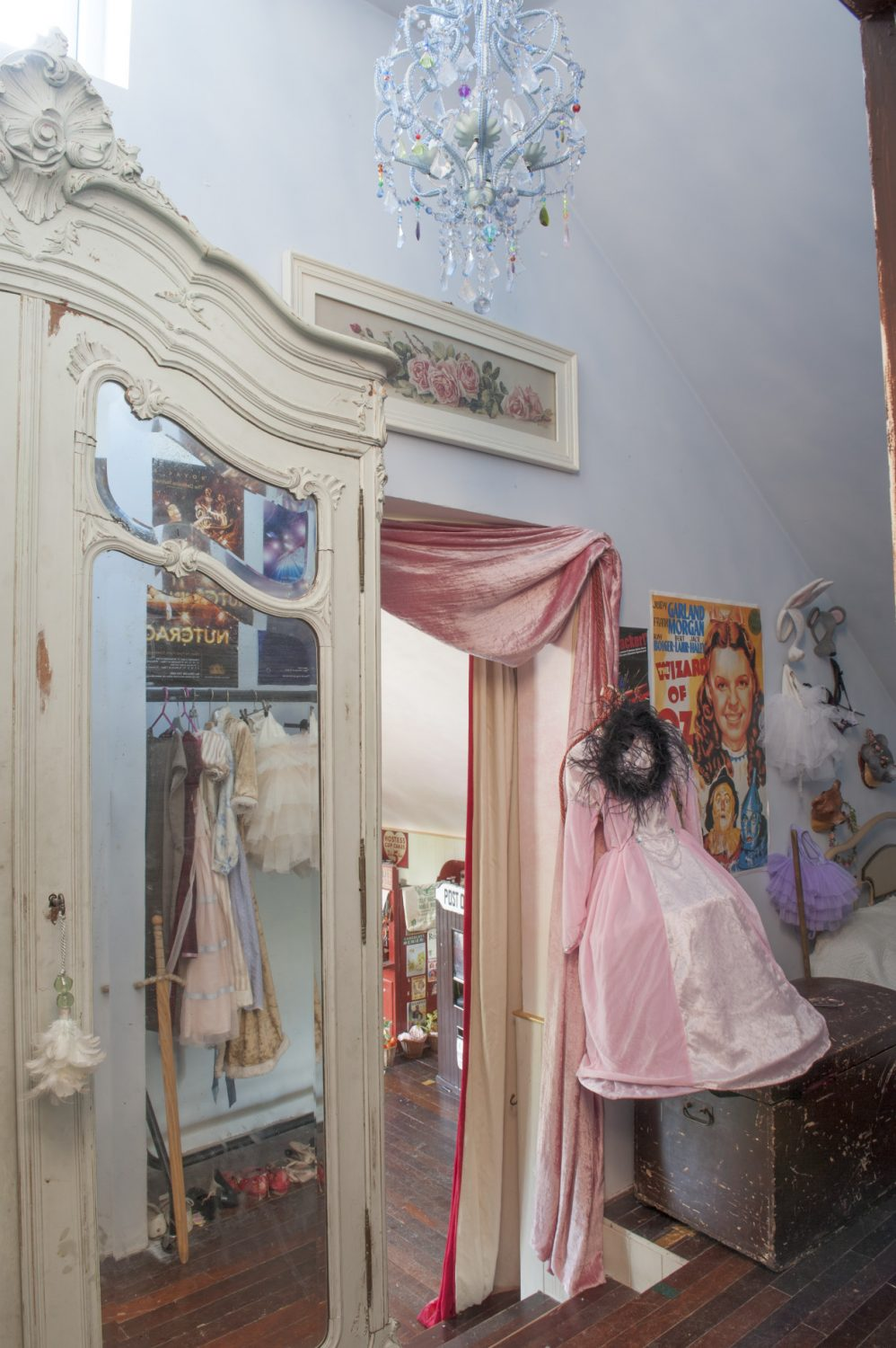 The children's playroom and ballet studio is accessed through a small anteroom.