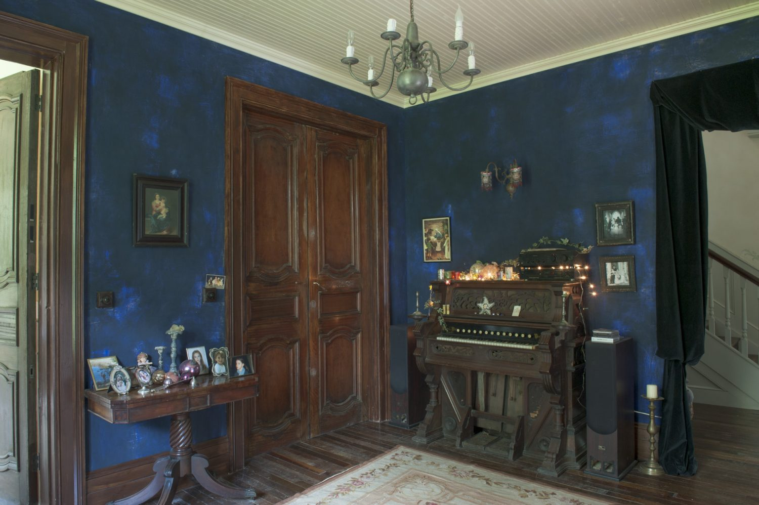 The entrance hall has been painted in layers of rich blues, ending in a midnight blue that seems to have taken on an almost velvety texture