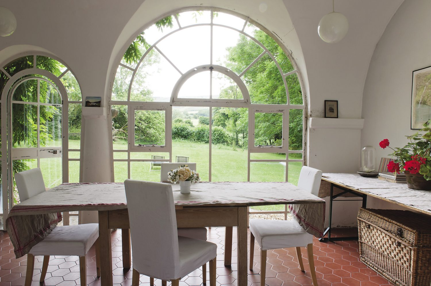 The library wing was commissioned by Maynard Keynes, and his architect, George Kennedy designed a building that extended from the existing stables and is a light-filled, serene space. Arched windows and a glazed door look out towards the garden and the South Downs beyond.
