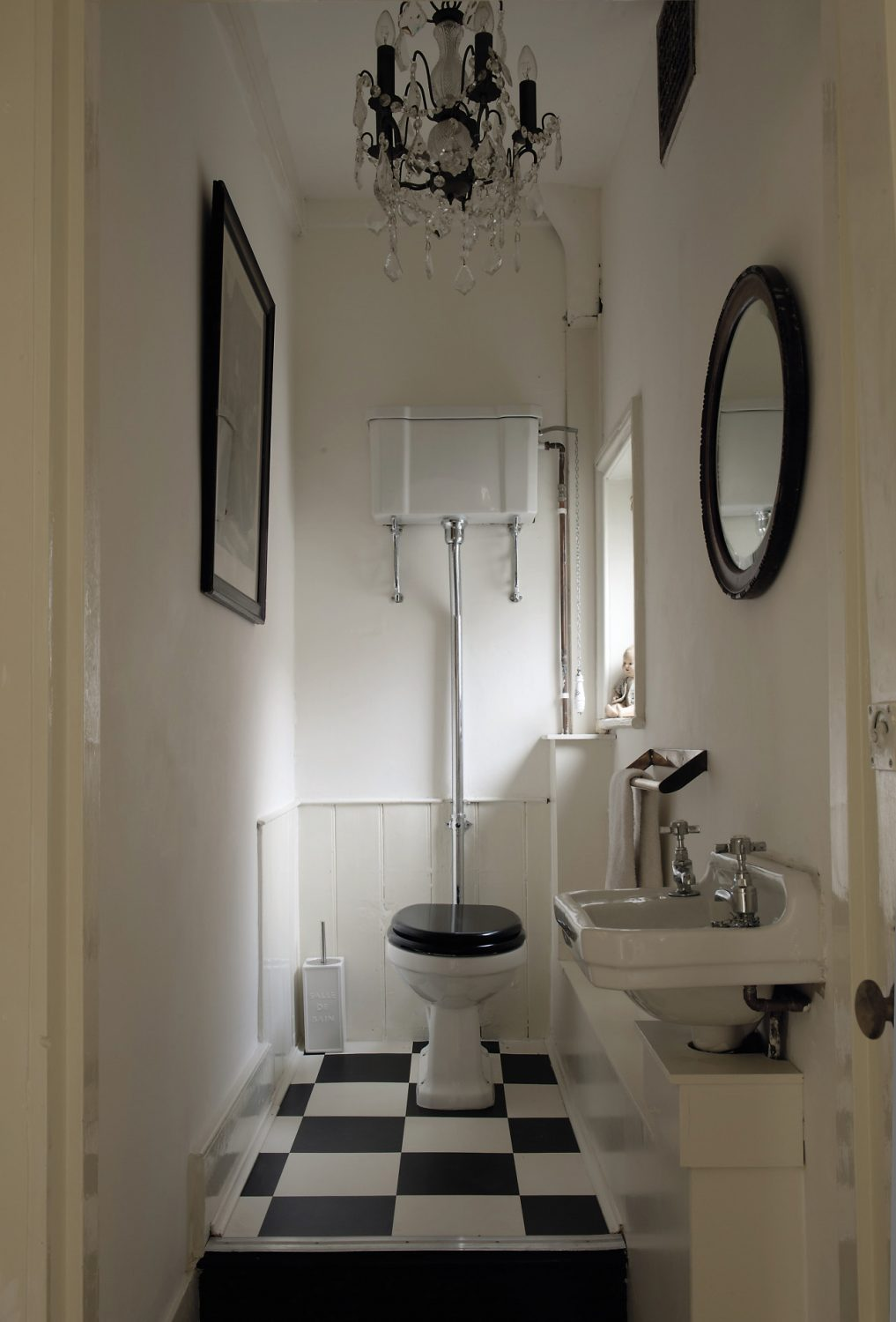 A chandelier adds a touch of glamour to a rather grand loo
