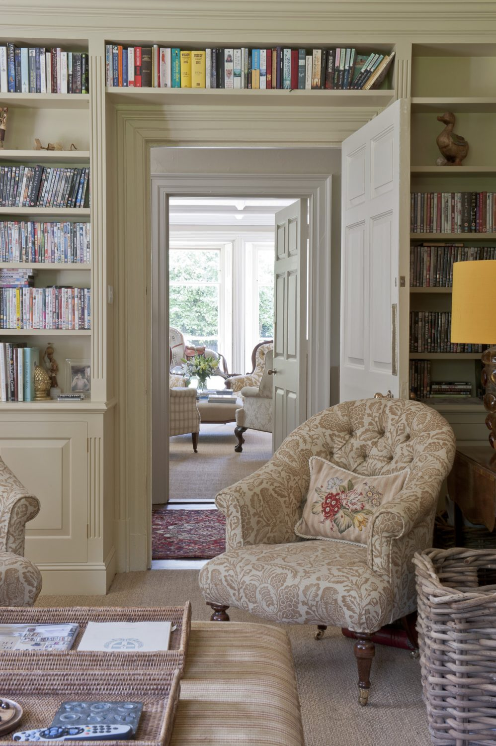 Belinda has lined two of the walls with bookcases made by one of her local joiners and hand-painted them in Farrow & Ball 'Cord'
