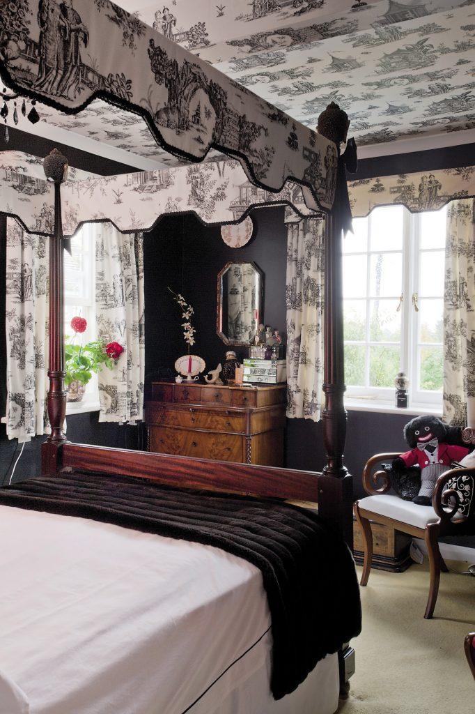 Erica's striking black bedroom is the cottage's pièce de résistance