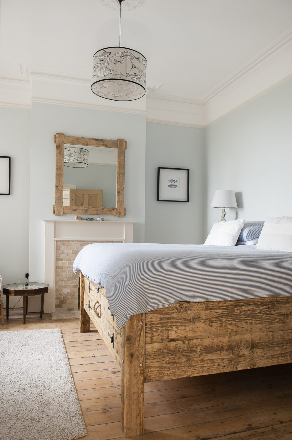 While it wouldn't be right to call the bedroom behind the terrace the 'master bedroom' because all three of them are special in both flats, it does have a very specific and thrilling feature: a raised 'princess and the pea' bed.