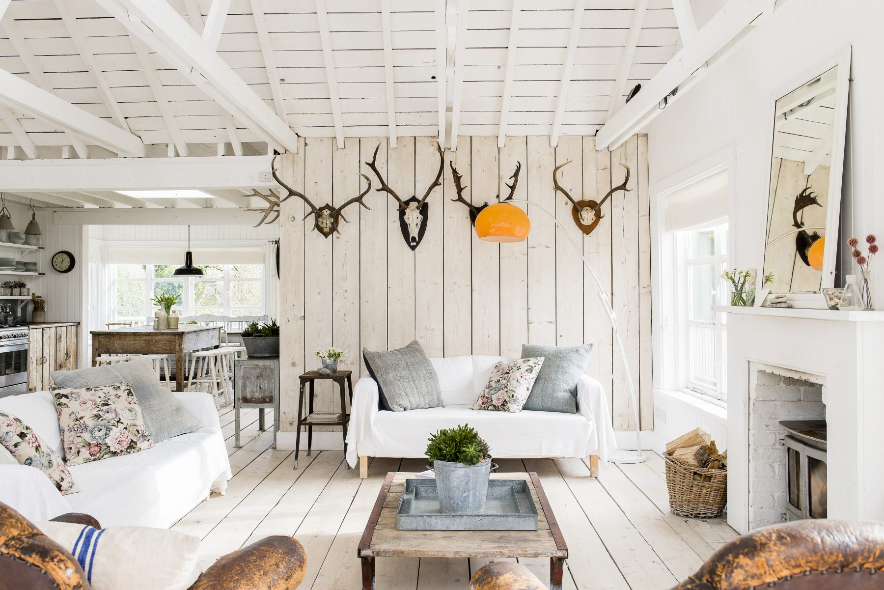 New england style beach house priceless magazines for Pezzi di arredamento