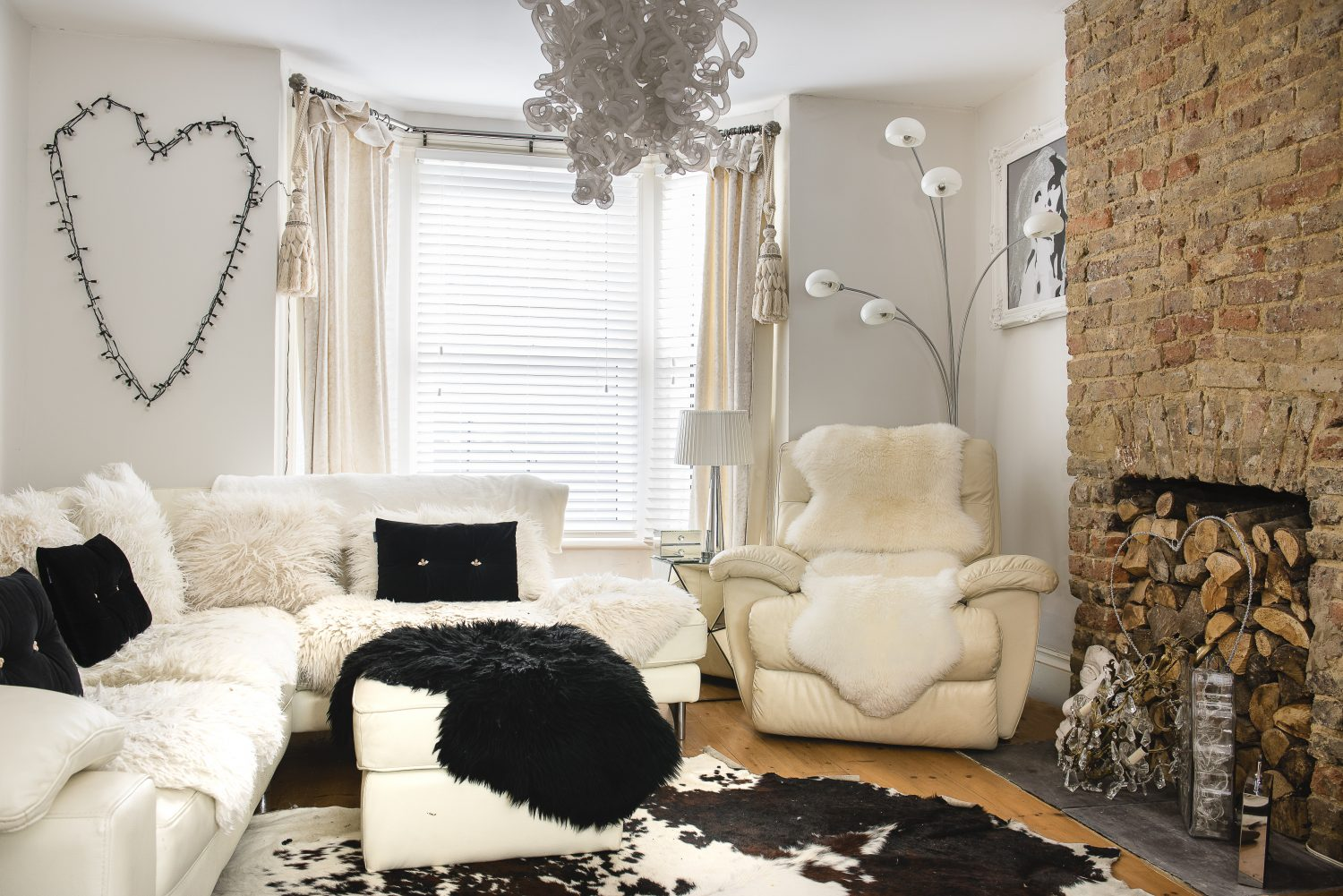 Sarah loves sheepskins and buys them everywhere from Dunelm to boot fairs. She found the white leather La-Z-Boy recliner in a charity shop in Bexhill. She made the heart-shaped light feature out of strings of fairy lights.