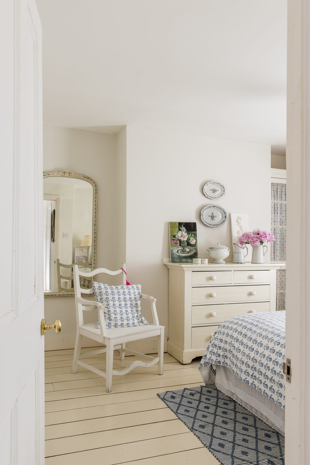 The bedroom is the perfect example of the sense of nurturing calm created by Sasha's sophisticated simplicity