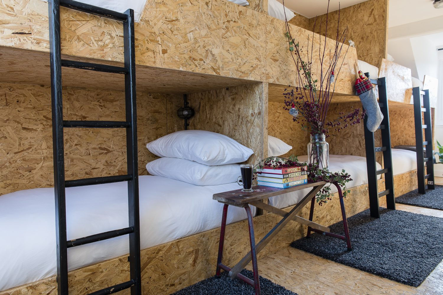 Six bunks made from OSB furnish a splendid children's room