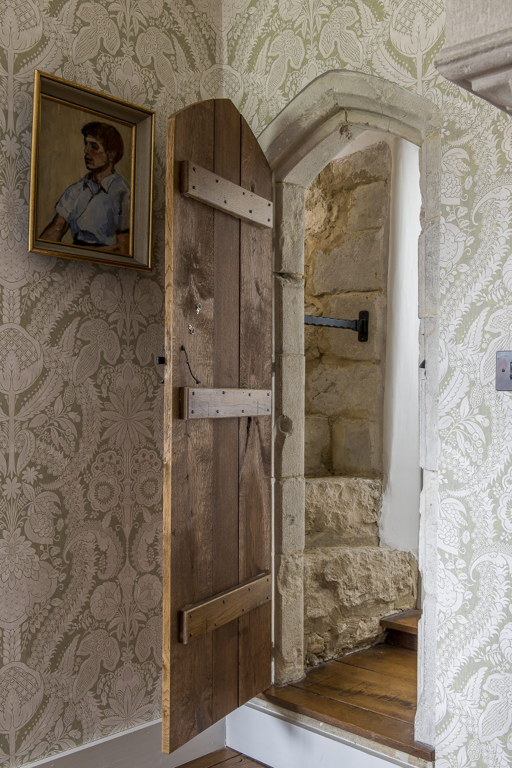 A door in the Hellebore bedroom's bathroom leads to a secret passage through to the Peony bedroom