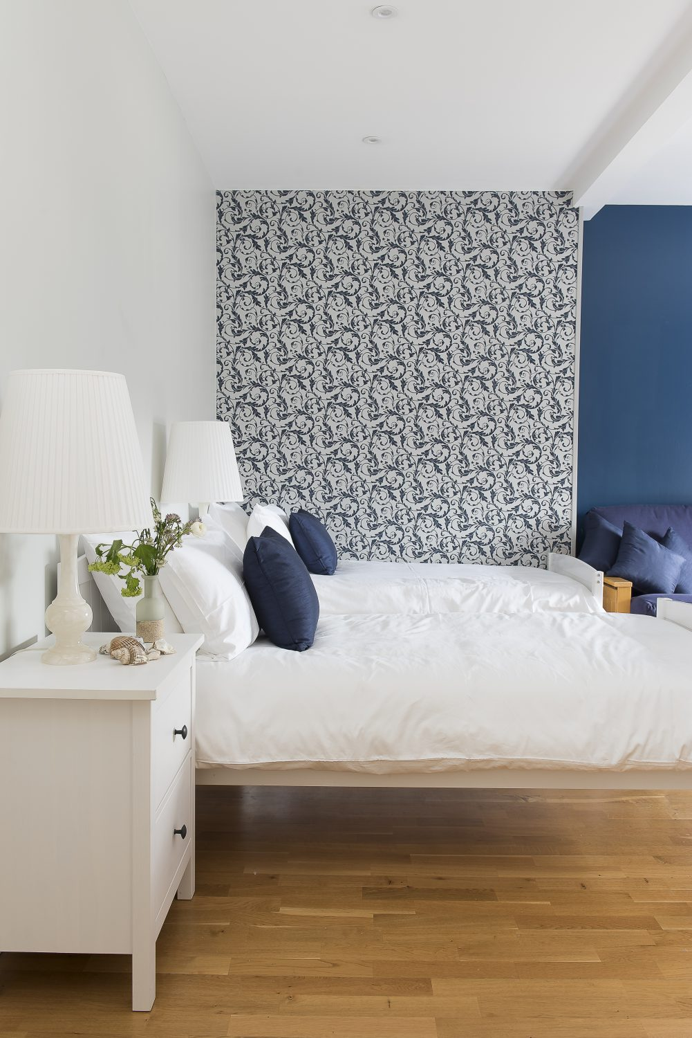 In this bedroom, a cool scheme of perfect whites and rich blues alludes to the house's coastal location