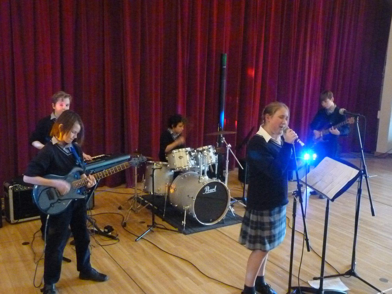 Dulwich band, Manic