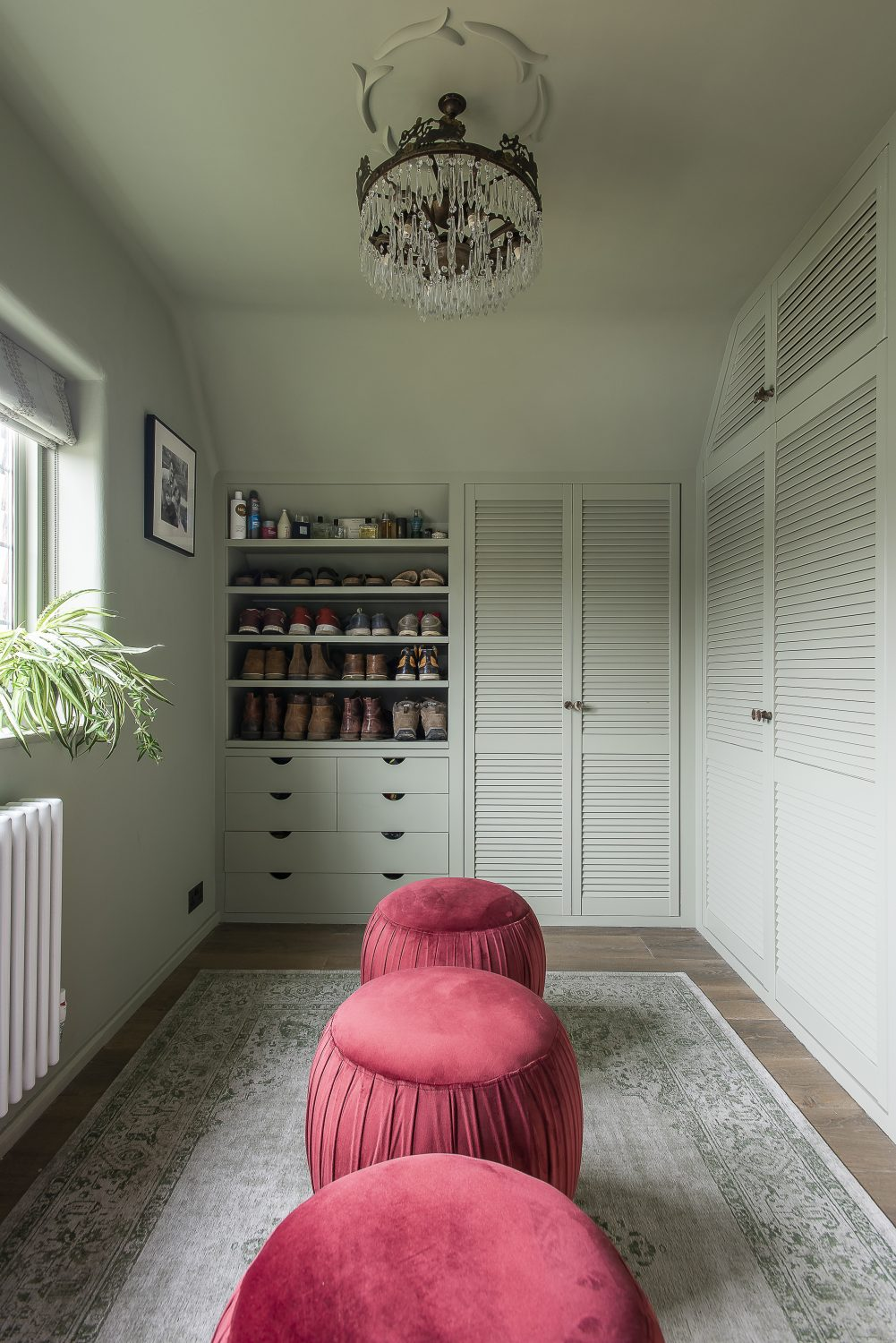 The dressing room houses a trundle bed for guests cleverly concealed behind louvred doors