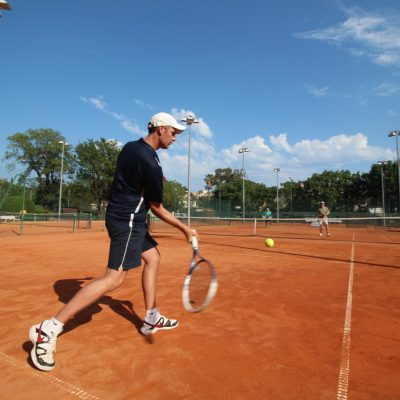 Château Lou Casteou and Rose Tennis Academy
