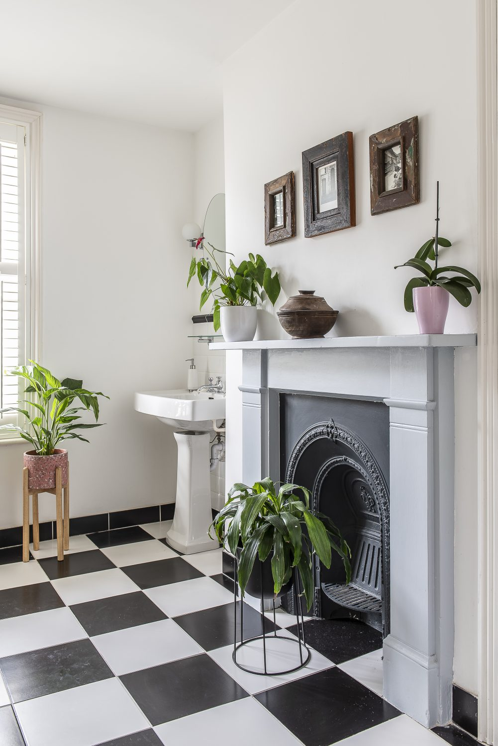 Houseplants and flowers are found in almost every room, from the bathroom to the bedrooms, the kitchen to the living rooms
