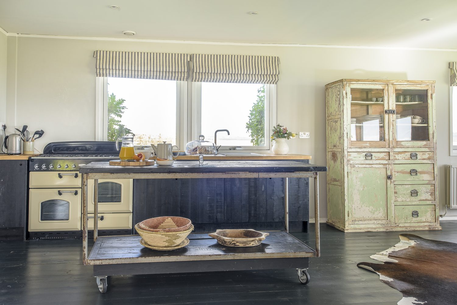 Francesca sourced the kitchen's industrial-style wheeled trolley from McCully & Crane in Rye