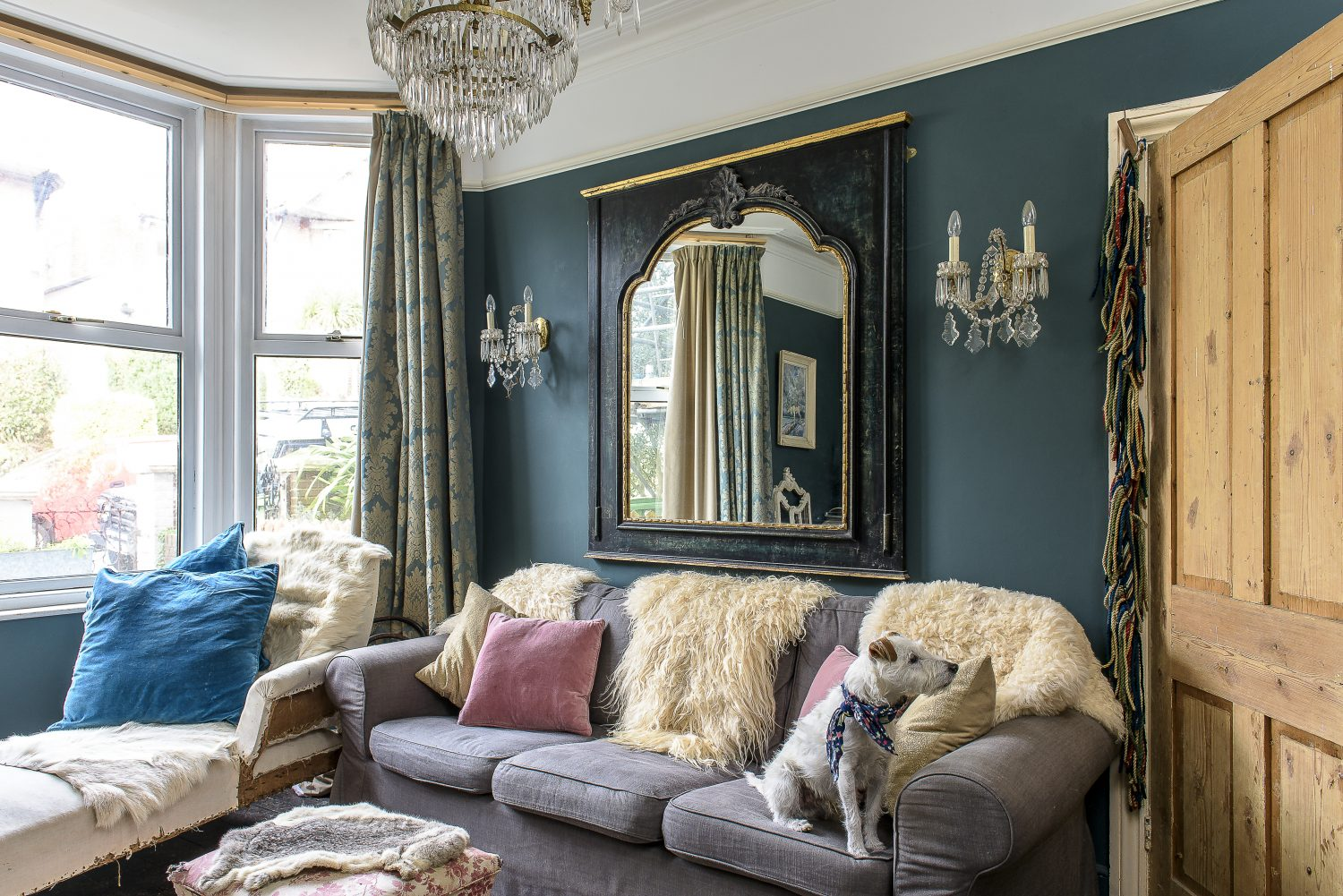 The sitting room has a real parlour feeling, with a splendid chandelier and wall sconces.