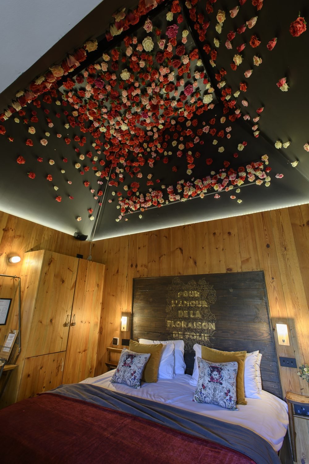 Designed for romance, Pour L'Amour is in a secluded location with 100 roses floating from the ceiling